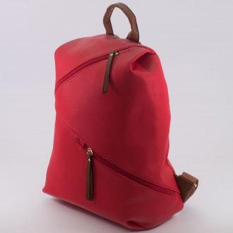 КОД : D610 Дамска раница от плътна и висококачествена еко кожа в червен цвят