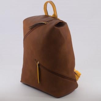 КОД : D610 Дамска раница от плътна и висококачествена еко кожа в кафяв цвят