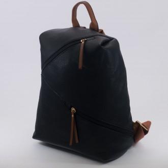 КОД : D610 Дамска раница от плътна и висококачествена еко кожа в черен цвят