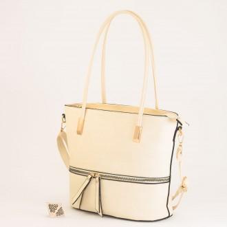 КОД: F1075 Дамска чанта от плътна и висококачествена еко кожа в светло бежов цвят
