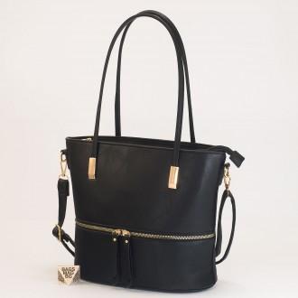 КОД: F1075 Дамска чанта от плътна и висококачествена еко кожа в черен цвят
