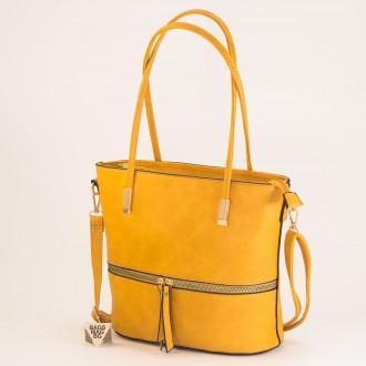 КОД: F1075 Дамска чанта от плътна и висококачествена еко кожа в жълт цвят