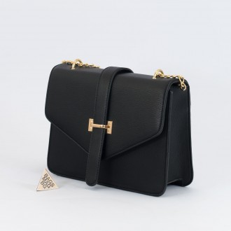 КОД : H399 Дамска чанта от плътна и висококачествена еко кожа в черен цвят