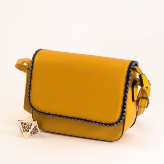 КОД : H401 Малка дамска чанта от плътна и висококачествена еко кожа в жълт цвят
