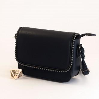 КОД : H401 Малка дамска чанта от плътна и висококачествена еко кожа в тъмно син цвят
