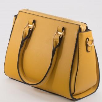 КОД : H8008 Дамска чанта от висококачествена еко кожа в жълт цвят