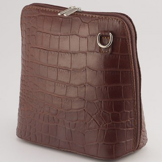 КОД : 0018 Малка дамска чанта от естествена кожа в кафяв цвят с крокодилска щампа