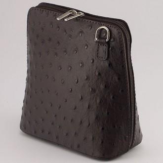 КОД : 0018 Малка дамска чанта от естествена кожа в тъмнокафяв цвят с щраус щампа