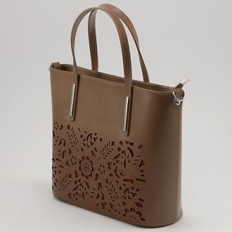 КОД : 0080 Дамска чанта от естествена кожа с флорална щампа в кафяв цвят
