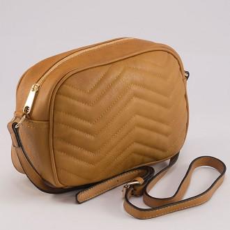 КОД: 8006 Малка дамска чанта от плътна и висококачествена еко кожа в жълт цвят