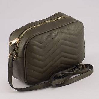 КОД: 8006 Малка дамска чанта от плътна и висококачествена еко кожа в зелен цвят