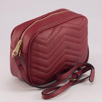 КОД: 8006 Малка дамска чанта от плътна и висококачествена еко кожа в червен цвят