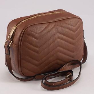 КОД: 8006 Малка дамска чанта от плътна и висококачествена еко кожа в кафяв цвят