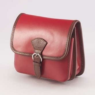 КОД : 0016 Малка дамска чанта от естествена кожа в цвят червено с кафяво