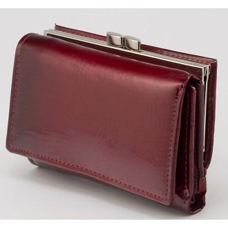 КОД : 30915 Дамски портфейл от естествена кожа със змийски принт и лаково покритие в червен цвят
