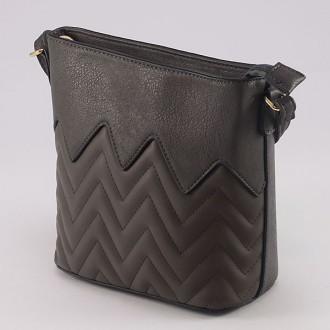 КОД : 1904 Малка дамска чанта от плътна и висококачествена еко кожа в сив цвят