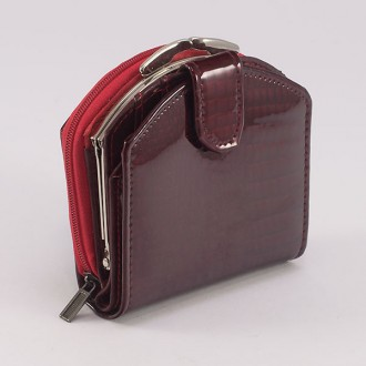 КОД : 00215 Дамски портфейл от естествена кожа с лаково покритие във виненочервен цвят