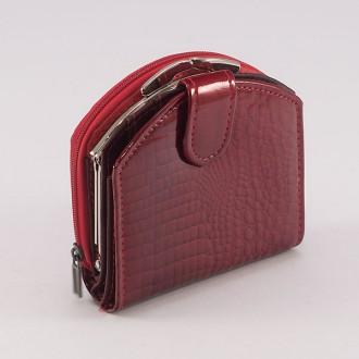 КОД : 00215 Дамски портфейл от естествена кожа с лаково покритие в червен цвят