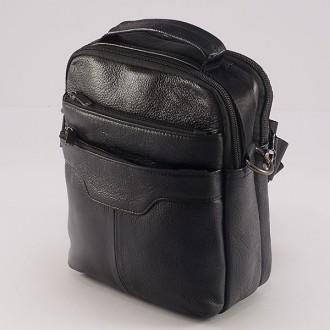 КОД: 8102 Мъжка чанта от естествена кожа в черен цвят