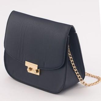 КОД: B007S Малка дамска чанта от плътна и висококачествена еко кожа в тъмносин цвят