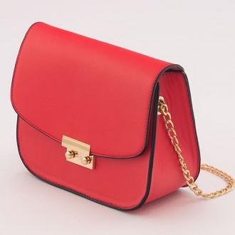 КОД: B007S Малка дамска чанта от плътна и висококачествена еко кожа в червен цвят