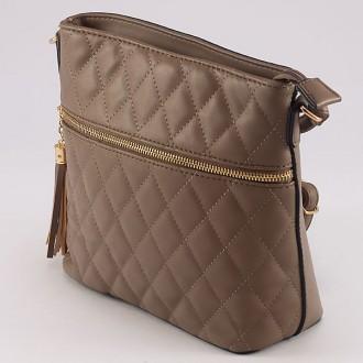 КОД : 1935 Дамска чанта от плътна и висококачествена еко кожа в цвят каки