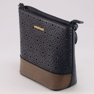 КОД : 6052 Дамска чанта от плътна и висококачествена еко кожа в син цвят
