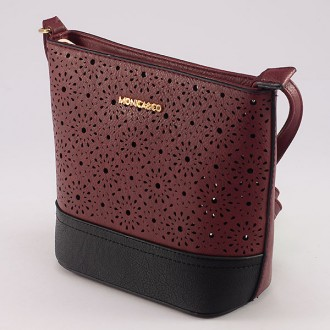 КОД : 6052 Дамска чанта от плътна и висококачествена еко кожа в червен цвят