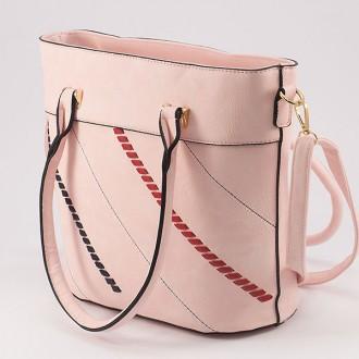 КОД: 1074 Дамска чанта от плътна и висококачествена еко кожа в розов цвят