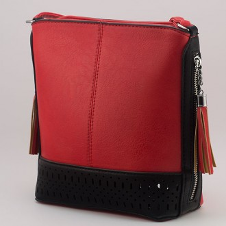 КОД: 1996 Дамска чанта от плътна и висококачествена еко кожа в червен цвят