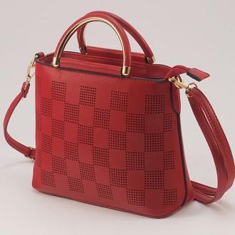 КОД: 2355 Малка дамска чанта от плътна и висококачествена еко кожа в червен цвят