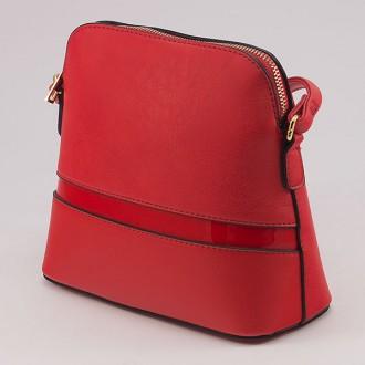 КОД: 6008 Малка дамска чанта от плътна и висококачествена еко кожа в червен цвят