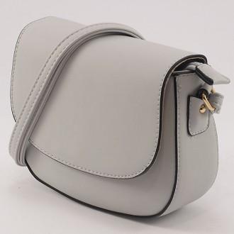 КОД: 6074 Малка дамска чанта от плътна и висококачествена еко кожа в сив цвят