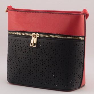 КОД: 6076 Дамска чанта от плътна и висококачествена еко кожа в червен цвят