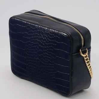 КОД: 8004A Малка дамска чанта от плътна и висококачествена еко кожа в тъмносин цвят