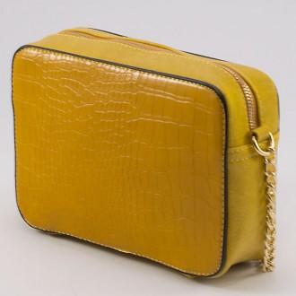 КОД: 8004A Малка дамска чанта от плътна и висококачествена еко кожа в жълт цвят
