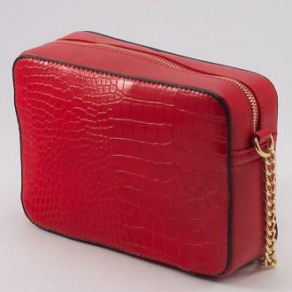 КОД: 8004A Малка дамска чанта от плътна и висококачествена еко кожа в червен цвят