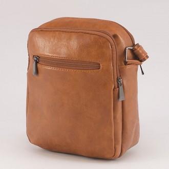 КОД : 0720 Мъжка чанта от плътна и висококачествена еко кожа в светлокафяв цвят