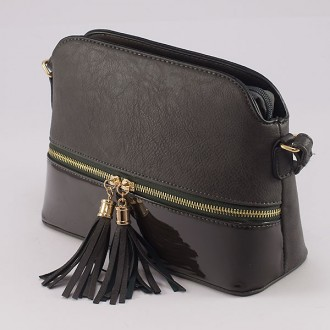 КОД : 8541 Дамска чанта от плътна и висококачествена еко кожа в сив цвят