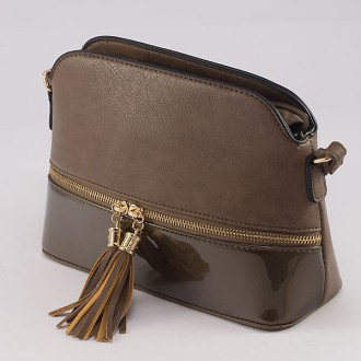 КОД : 8541 Дамска чанта от плътна и висококачествена еко кожа в цвят каки