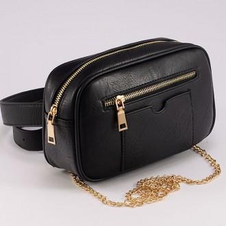 КОД : 8551 Малка дамска чанта/паласка от плътна и висококачествена еко кожа в черен цвят
