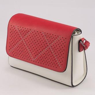 КОД : 2050 Дамска чанта от плътна и висококачествена еко кожа в бял цвят