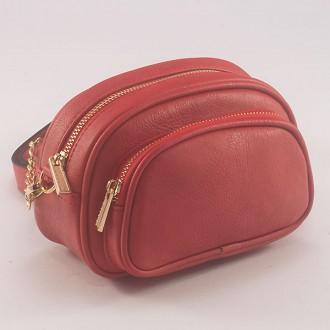 КОД : 3380 Малка дамска чанта/паласка от плътна и висококачествена еко кожа в червен цвят