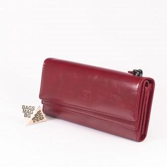 КОД : D630 Дамски портфейл от плътна и висококачествена еко кожа в червен цвят