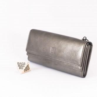 КОД : D630 Дамски портфейл от плътна и висококачествена еко кожа в сребърен цвят