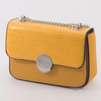 КОД : 7208 Малка дамска чанта от плътна и висококачествена еко кожа в жълт цвят