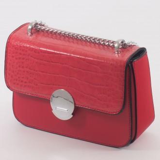 КОД : 7208 Малка дамска чанта от плътна и висококачествена еко кожа в червен цвят